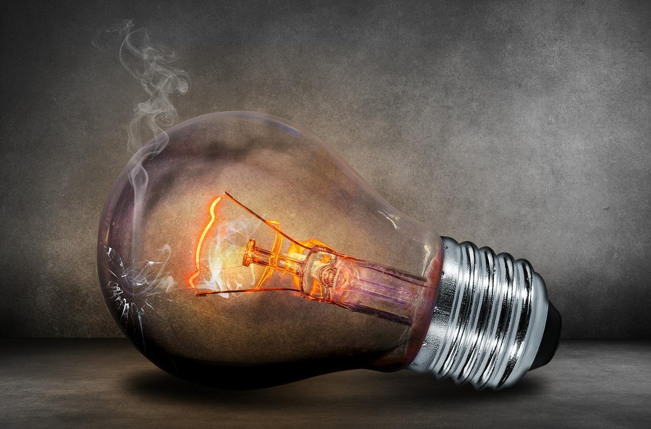 Ahorrar en la factura de la luz | Agencia Iglesias